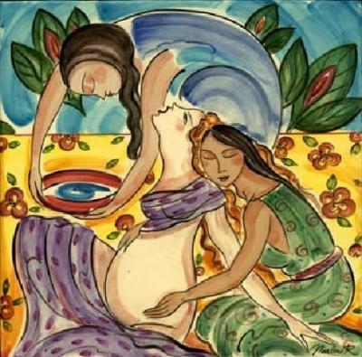 Doula je mama mami, utelešena nega in skrb, mamo pa tudi spominja na brezčasno verigo žensk, ki nosi modrost poroda.