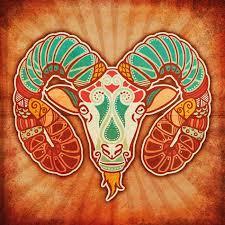 Ovnova glava je podobna Maternici. Oven je znamenje začetkov, prodornosti, moške energije, prvinskega impulza, navdušenja, brstečega življenja. Naši speči, potlačeni, ranjeni ženskosti daje novo rojstvo, strastno ljubezen do sebe, prerojenje skozi strast do življenja.