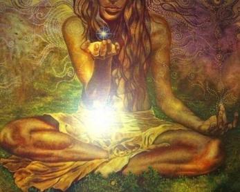 Povezanost z Naravo ni samo simbolična, je resnična in otipljiva. Poganstvo je pot občutljivosti do svojih notranjih energij, energij Narave in subtilne prepletenosti vsega ustvarjenega. Skozi te energije in povezave prihajamo bliže k sebi, uresničujemo svoje bistvo.