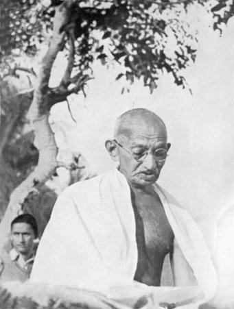 Gandhi je kontempliral duha časa in omogočil njegov konstruktivni izraz.